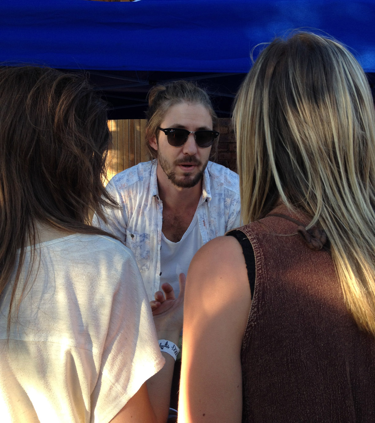 Jeremy Loops with fans